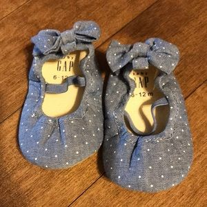 Baby gap baby shoes 6-12 months